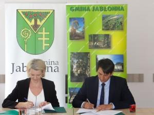 Wójt Jarosław Chodorski podpisał umowę
