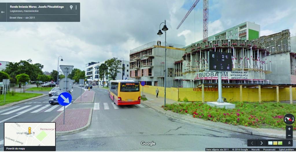 W roku 2011 inwestycja spółdzielcza przy Piłsudskiego 28 jest już w stanie zaawansowanym. Fot. Google Street View