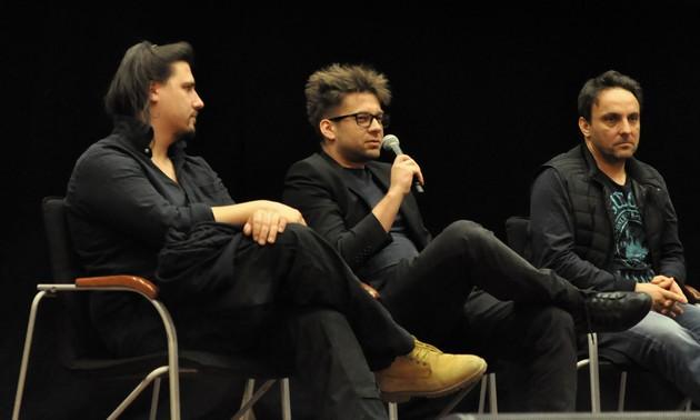 Od lewej: Michał Gościk (autor zdjęć), Piotr Gołębiowski (scenariusz i reżyseria), Łukasz Matecki (filmowy Rode). Fot. Powiat Legionowski.