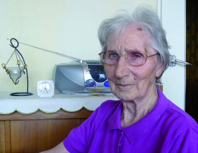 - W dzieciństwie pomagałam Stasiowi Sosińskiemu łowić ryby w Samicy - opowiada pani Janina.