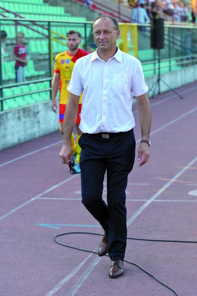 Trener Ryszard Wieczorek był zadowolony zpostawy swego zespołu wStargardzie, choć zdaje sobie sprawę, że pzred jego podopiecznymi jeszcze wiele pracy. Fot. fotoMiD