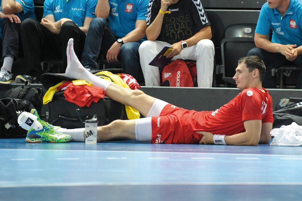 W drugie połowie meczu kontuzji doznał Krzysztof Lijewski. Na szczęście – niegroźnej. Fot. fotoMiD