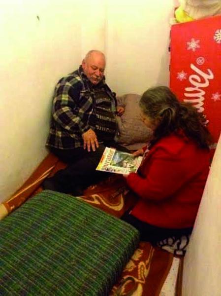 Małżeństwo od stycznia mieszka na zapleczu sklepu w pomieszczeniu bez okien. Fot. Facebook