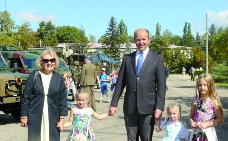 Minister Zdrowia Konstanty Radziwiłł, wnuk  mjr. Konstantego Mikołaja Radziwiłła wraz z żoną i wnukami.