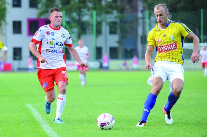Marcin Wodecki (z lewej) zdobył gola kontaktowego. Fot. fotoMiD