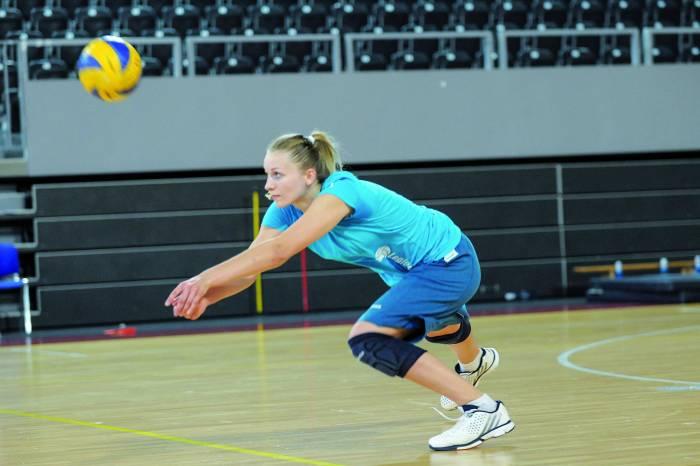 Sport to niestety także kontuzje. Klaudii Grzelak życzymy jak najszybszego powrotu na boisko. Fot. fotoMiD