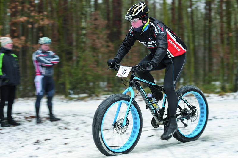 Ładna kolorystyka roweru, grube opony – to dodaje szyku startującym Fot. fotoMiD