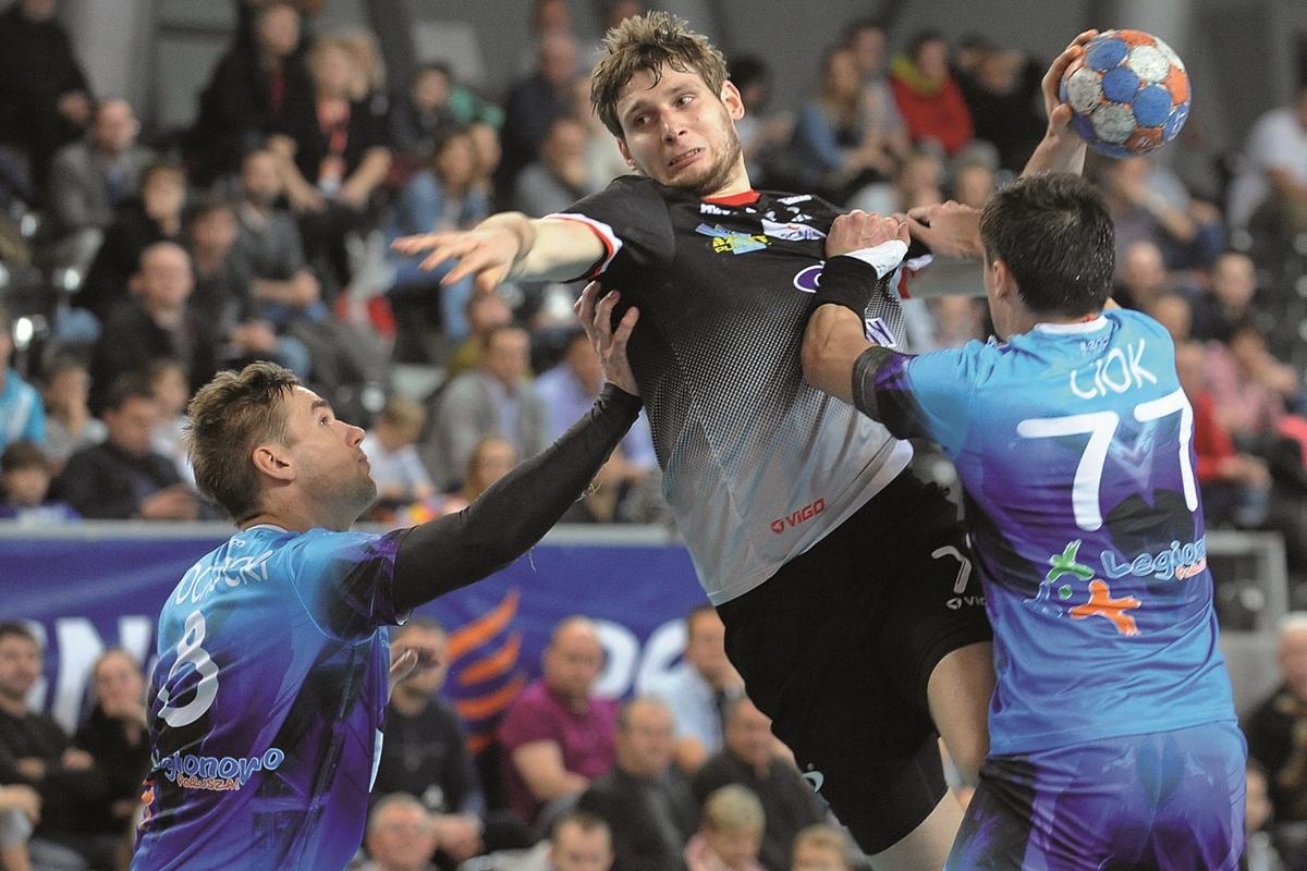 Były reprezentant kraju Robert Orzechowski strzelił legionowianom w ostatnim meczu dwie bramki Fot. fotoMiD